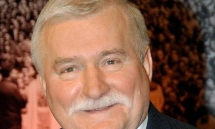 Lech Walesa nægter at modtage litauisk pris
